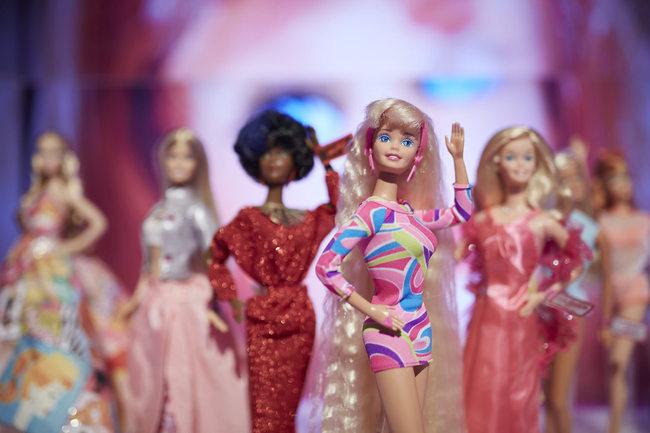 La Mattel ha festeggiato i 60 anni di Barbie esponendo alcuni dei suoi modelli storici a Firenze in occasione di Pitti Bimbo